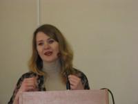 Доповідає на пленарному засіданні Валерія Лавська